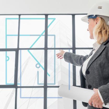 Mujer señalando cristalera con logo Rojeque