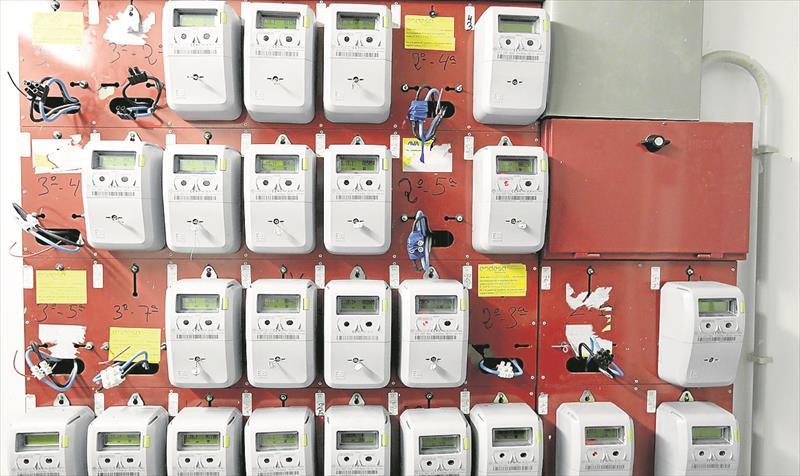 Foto del cuarto de contadores de una vivienda en la que se observa la centralización de contadores